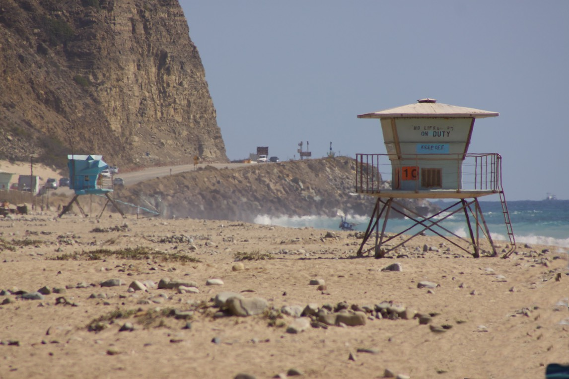 Point Mugu State beach met lifeguard post